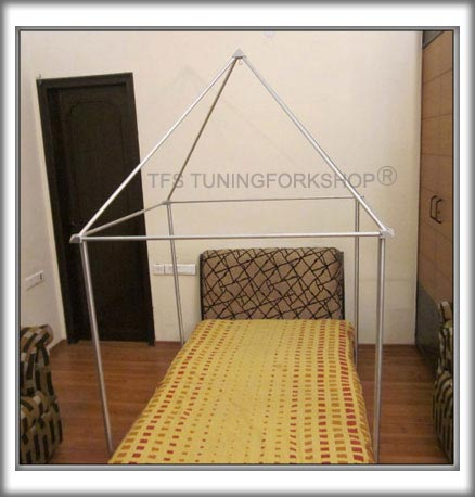 4 feet pyramid with tubes and connectors with 4 feet stands